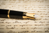Fountain pen with heart - 175188911