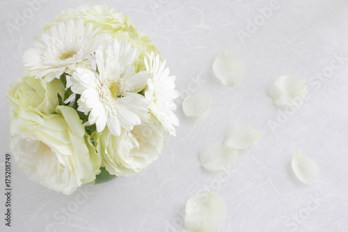 Aluminium Gerbera Small bouquet of roses and gerberas