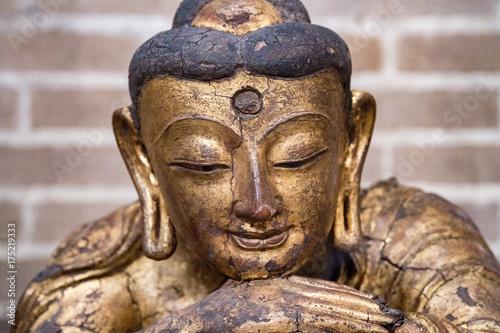 Aluminium Boeddha Maitreya Buddha statue close up