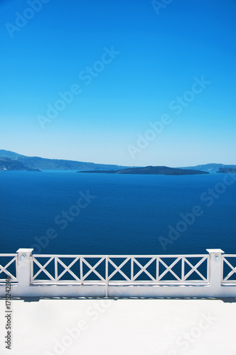 In de dag Santorini Traditional Greek architecture and a view of the blue sea over a white terrace. Santorini, Cyclades, Greece.