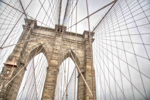 New York, view of the Brooklyn Bridge - 175258318