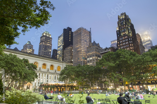 Foto op Plexiglas New York TAXI New York, Bryant Park in Midtown Manhattan