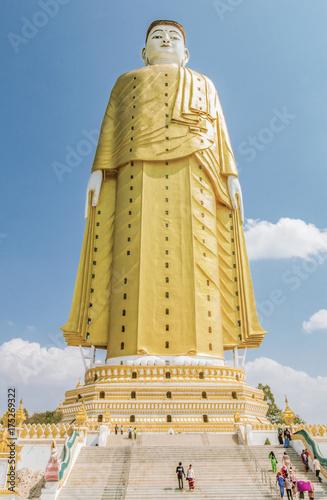 Staande foto Boeddha Giant Standing Buddha (Myanmar)