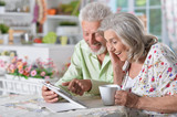 senior couple using tablet - 175329532