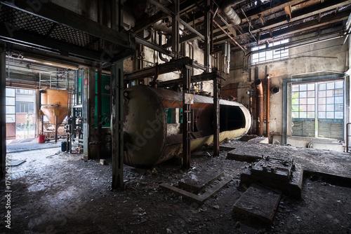 Aluminium Oude verlaten gebouwen Abandoned Industrial Complex in Decay.
