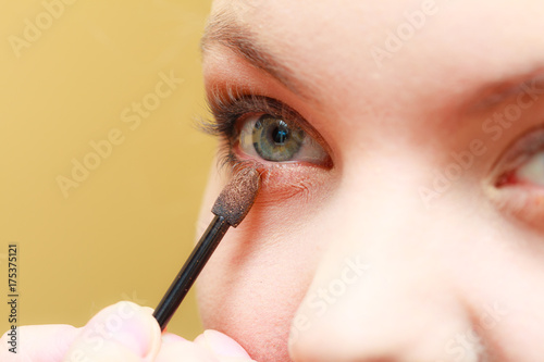 Close up woman getting make up, eyeshadow Tableau sur Toile