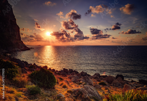 Foto op Aluminium Chocoladebruin Picturesque Sunset at the Sea