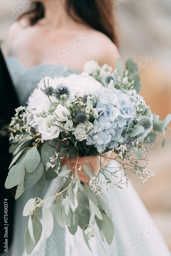 wedding decor with owls and printing, Bridal bouquet and rings