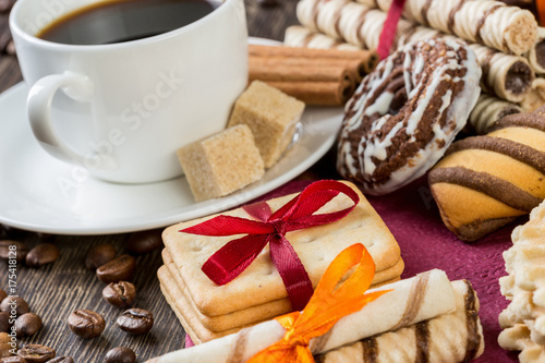 Wall mural Biscuits and coffee on table