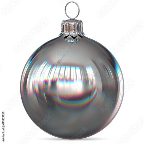 Christmas ball srebrna ozdoba zbliżenie Sylwestra cacko wiszące ozdoby tradycyjne Happy Merry Xmas wintertime ornament biały chrom polerowany. 3d renderingu ilustracja