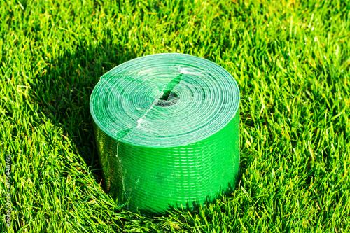 Papiers peints Vert chaux Plastic ribbon for garden