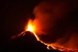 Wulkan Etna wybucha eksplozją i lawą