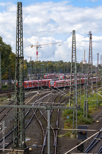 In de dag Spoorlijn Nahverkehr Infrastruktur Bahnhof