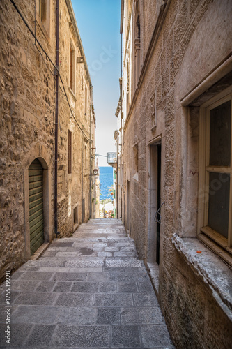 Deurstickers Smal steegje Charming alley, Street in Croatia