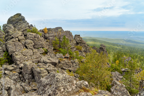 Spoed canvasdoek 2cm dik Blauwe hemel Rocks on mountain Kachkanar. The Urals. Russia