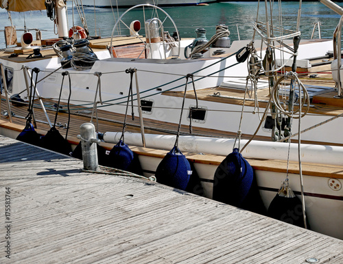 Aluminium Zeilen Sailboat moored in the harbor
