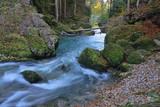 Wildbach im Wald mit Strömung in Bayern - 175590312