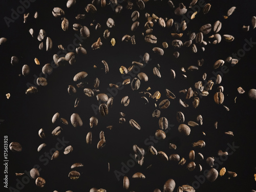 Fotobehang Koffiebonen Flying coffee beans on black background
