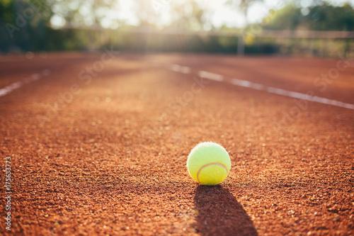 Fotobehang Tennis Tennis ball on clay court