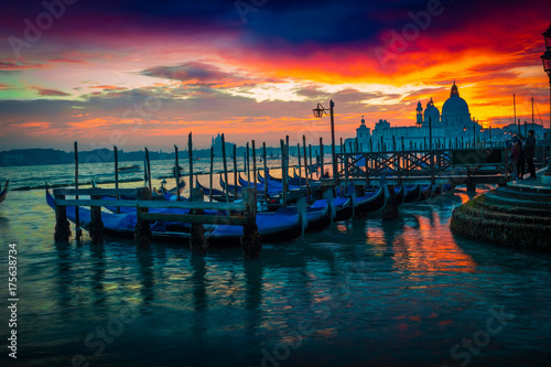 Spoed canvasdoek 2cm dik Venetie Scenic sunset in Venice, Italy