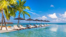 "Постер, картина, фотообои ""Luxury poolside with beach background"""