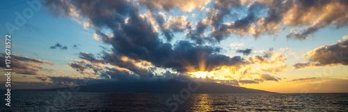 Fotobehang Zonsopgang Beautiful sunrise on a tropical island