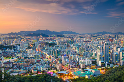 Foto op Canvas Seoel Seoul. Cityscape image of Seoul downtown during summer sunset.