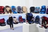 Buyer in store of children's car seats - 175721331