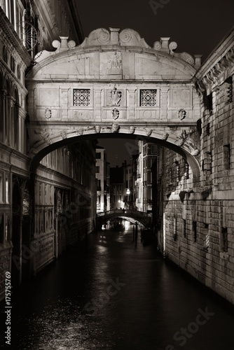 Fotobehang Bruggen Bridge of Sighs at night