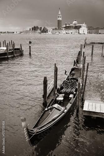 Staande foto Venetie Gondola and San Giorgio Maggiore island