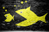Evolution Fisch frisst Fisch Ziegelsteinmauer Graffiti