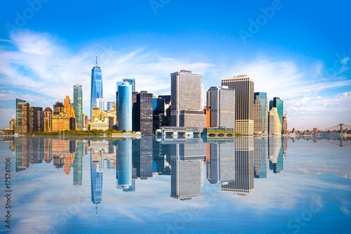 Juliste New York City skyline with view of Financial District in lower Manhattan