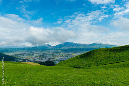 Deurstickers Blauw 清々しい高原の情景