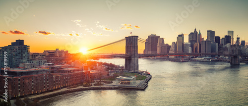 Aluminium Brooklyn Bridge Panoramic view of Brooklyn bridge and Manhattan at sunset, New York City