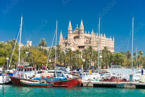Leinwanddruck Bild View of Palma de Mallorca with Cathedral La Seu and the fishing port - 9325