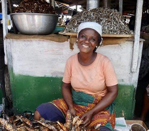 canvas print picture Marktfrau in Ghana