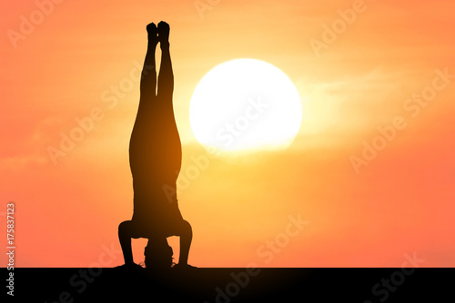 Deurstickers School de yoga Silhouette of a beautiful Yoga woman with sun background