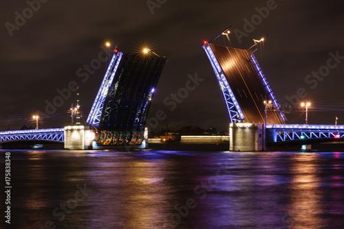 Fototapeta Open Palace Bridge in Saint Petersburg at night
