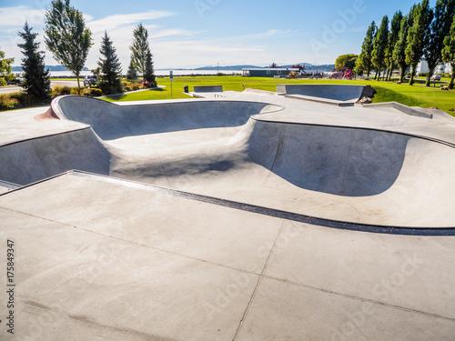 Fotobehang Skateboard Skateboarding park at the ocean shore