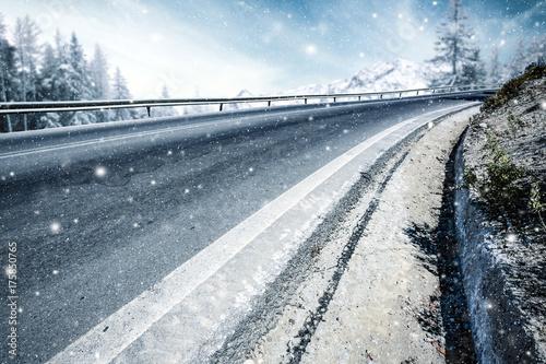 Papiers peints Bleu ciel winter road