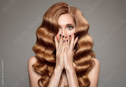 Poster Kapsalon Portrait of surprised woman with long curly beautiful ginger hair.