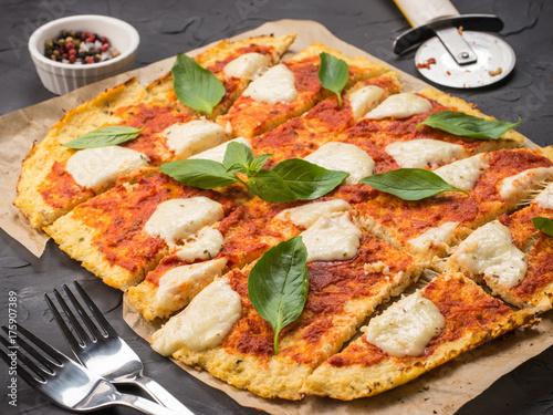 Papiers peints Pizzeria homemade cauliflower pizza crust with mozarella
