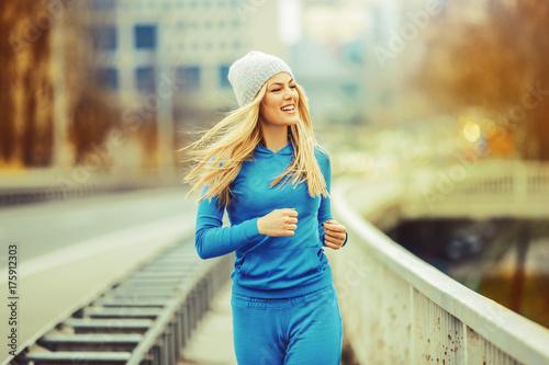 Fototapeta Woman enjoying fall