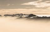 Berge im Nebel - 175953742