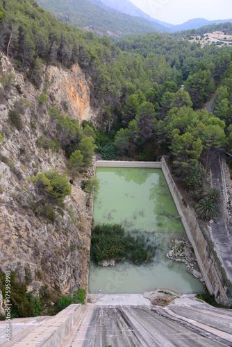 Fotobehang Bergrivier Der Stausee von Guadalest, Costa Blanca, Spanien