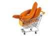 Saucisses de Francfort dans un chariot de supermarché