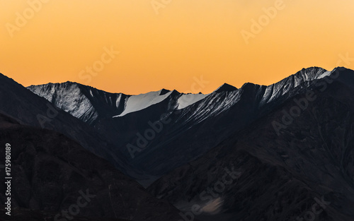 Aluminium Zwart Himalaya mountains background from leh lardakh,india