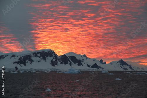 Foto Spatwand Antarctica Deep sunset