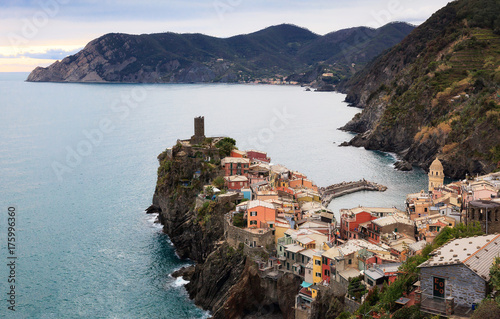Poster Liguria Vernazza from above, with the castle and rocky cliff overlooking the sea.