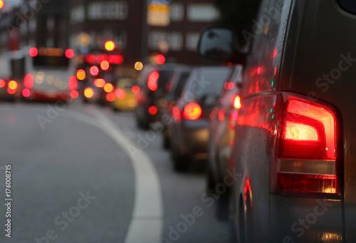 Leinwanddruck Bild Autos im Stau in der Großstadt